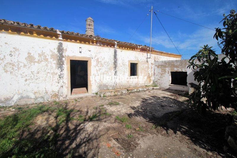 Great Villa plot in a sought after location close to Vilamoura